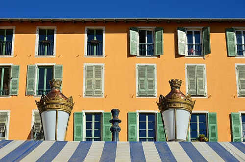 Kostenloses Stock Foto zu architektur, fassade, fenetre, lampe