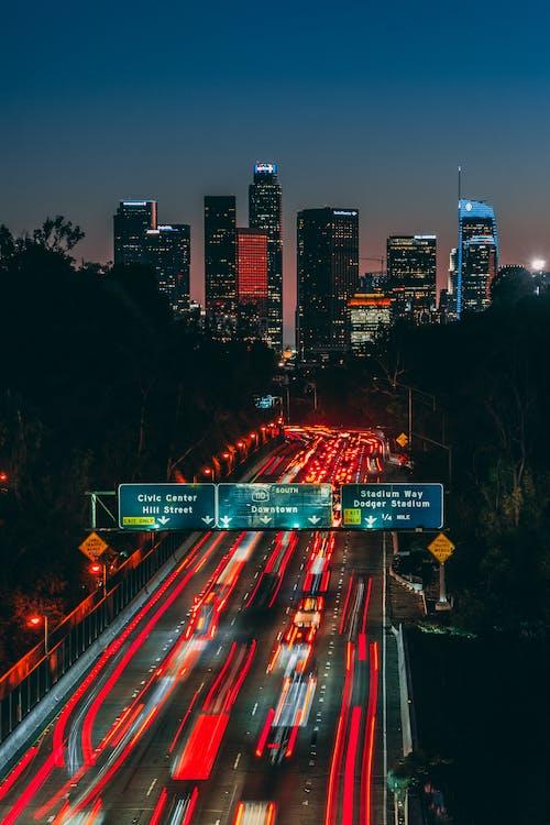 автострада, будівлі, вечір