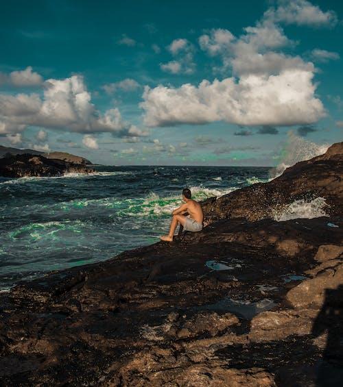 Foto stok gratis badan air, batu, duduk, gelombang
