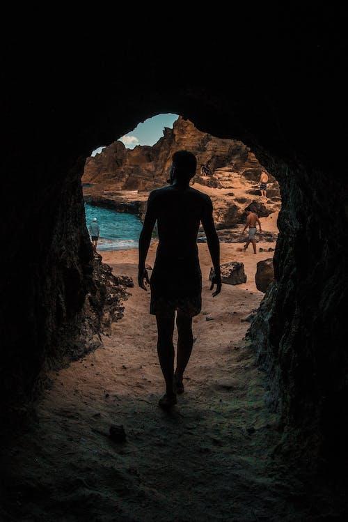 걷고 있는, 경치, 남자, 동굴의 무료 스톡 사진