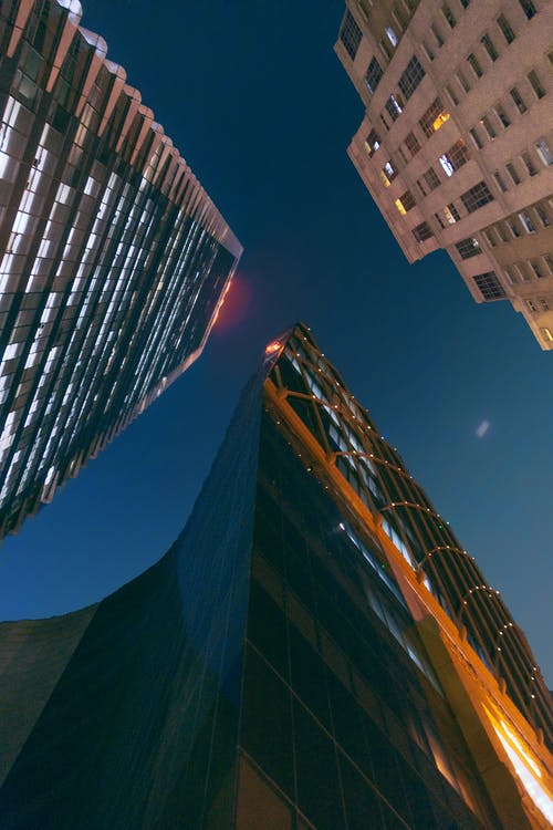 Immagine gratuita di architettonico, città, città di notte, notte