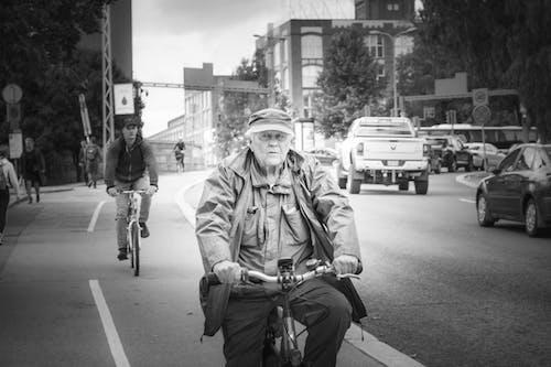 Бесплатное стоковое фото с в фокусе, велосипед, городской, езда