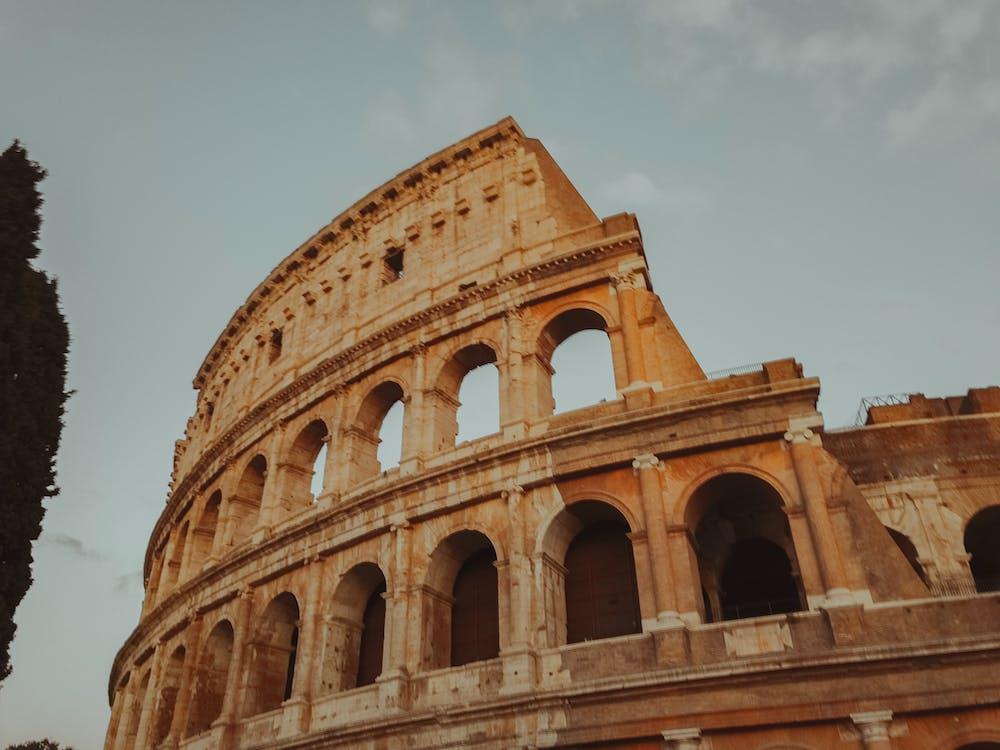 alacsony szögű felvétel, alacsony szögű fényképezés, amfiteátrum
