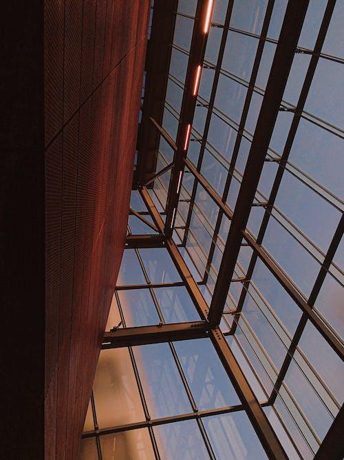 Foto stok gratis Arsitektur, bidikan sudut sempit, desain arsitektur, jendela