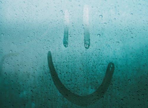 Kostenloses Stock Foto zu emoticon, feucht, feuchtigkeit, glas