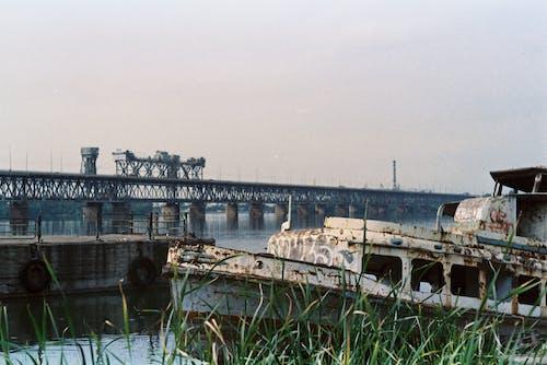 35mm, 강, 다리, 보트의 무료 스톡 사진