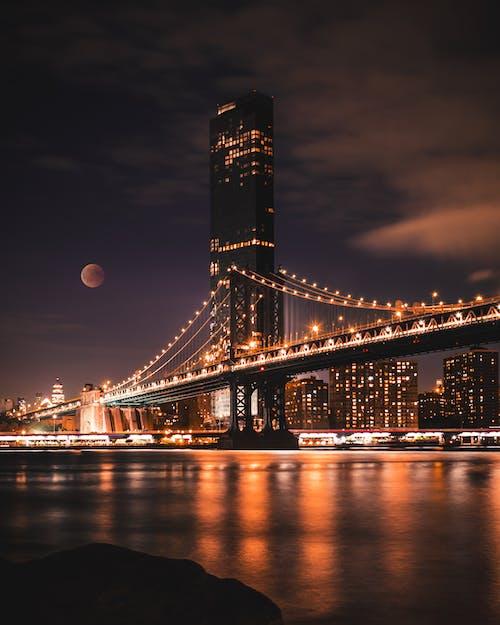 Безкоштовне стокове фото на тему «архітектура, будівлі, вечір, відображення»