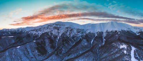 Foto d'estoc gratuïta de a l'aire lliure, alba, alt, aventura