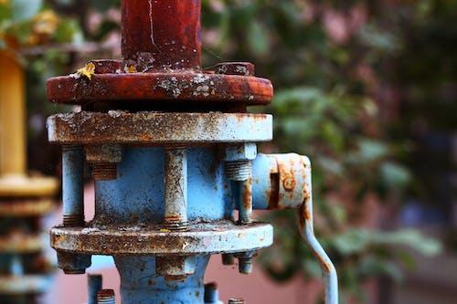 Foto profissional grátis de azul e vermelho, combustível, desfocar o fundo, ferrugem
