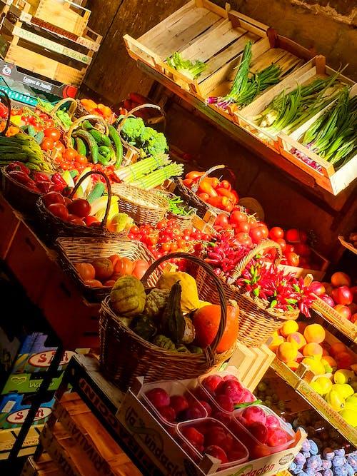 Foto stok gratis bahan makanan, kios pasar, sayur mayur segar, Sayuran