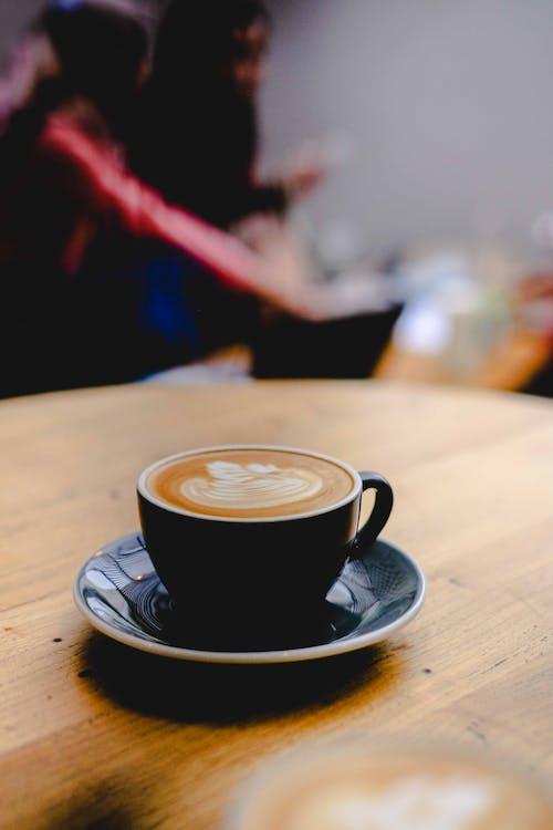 Безкоштовне стокове фото на тему «лате-арт, чашка кави»