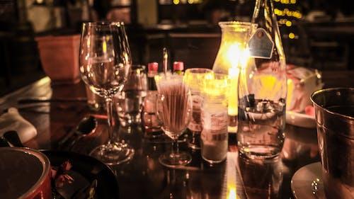 akşam, akşam yemeği, bardaklar, masa içeren Ücretsiz stok fotoğraf