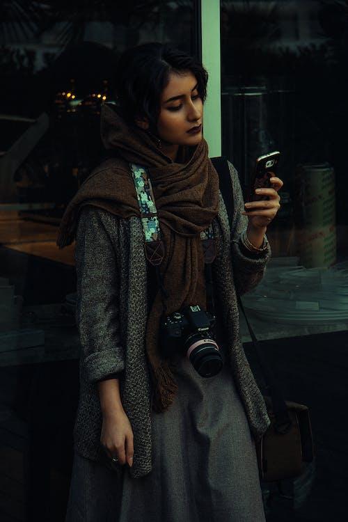 Foto d'estoc gratuïta de blau, carrer, foto vertical, fotògraf