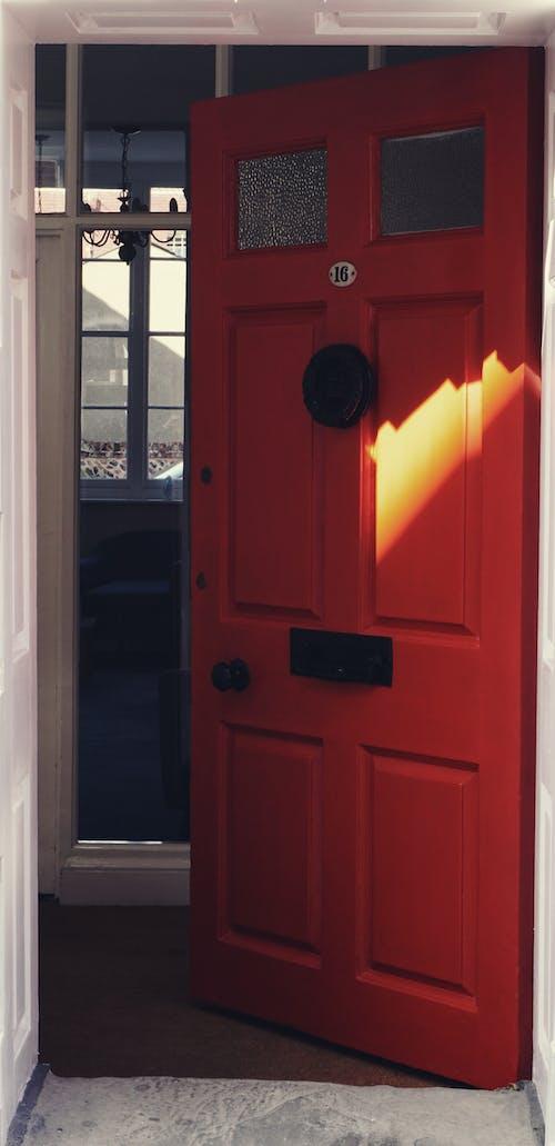 Fotos de stock gratuitas de puerta, puerta abierta, puerta principal, puerta roja