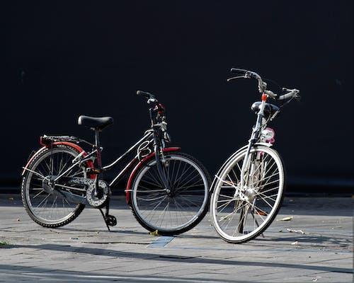 açık hava, bisikletler, çelik, frenler içeren Ücretsiz stok fotoğraf