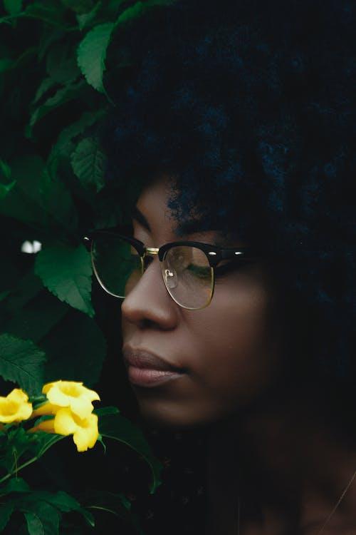 Ilmainen kuvapankkikuva tunnisteilla afroamerikkalaiset naiset, haiseva, haju, henkilö
