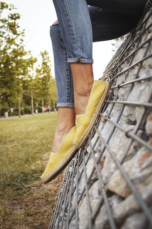 Immagine gratuita di calzature, gambe, jeans, moda