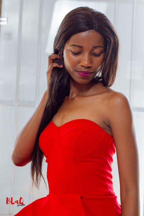 Základová fotografie zdarma na téma černý model, černý ženský model, modelka