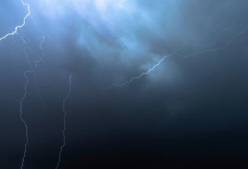Darmowe zdjęcie z galerii z błyskawica, burza, burza z piorunami, chmura