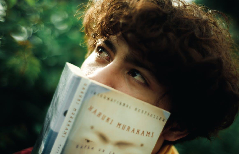 Immagine gratuita di leggendo, leggere, leggere un libro