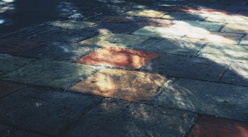 Fotos de stock gratuitas de adoquines, colorido, luz del sol, pavimentación