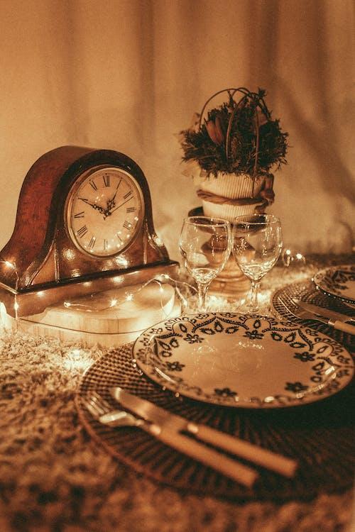 Бесплатное стоковое фото с Антикварный, в помещении, винные бокалы, время