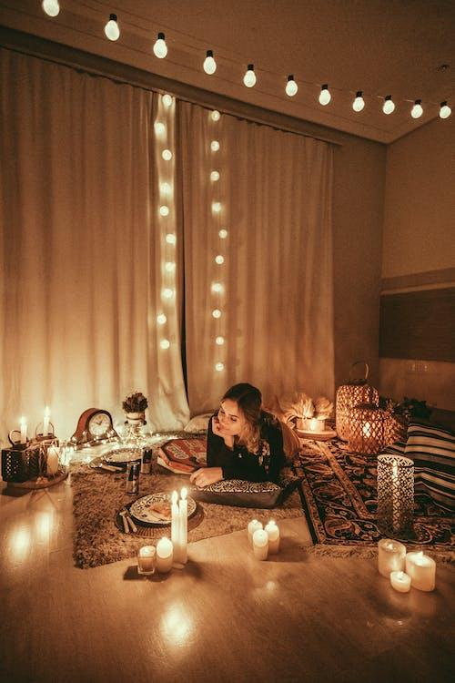 Základová fotografie zdarma na téma doma, lehký, místnost, osoba