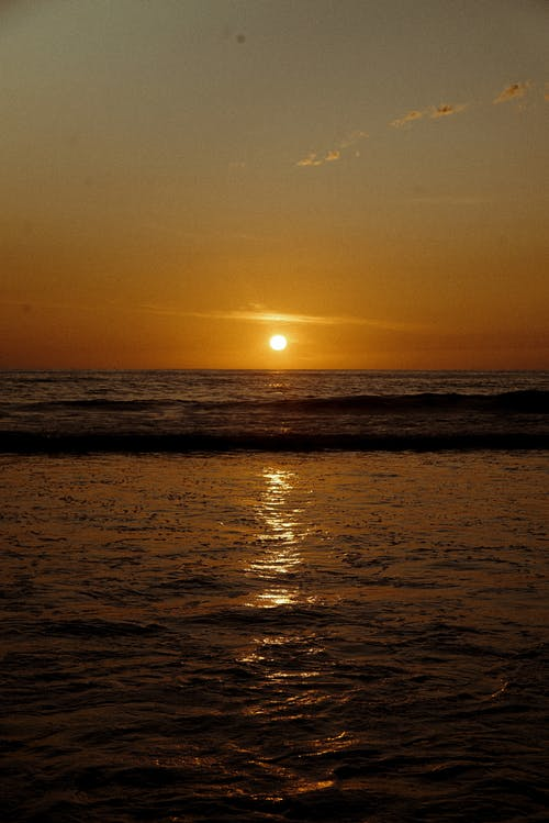 akşam karanlığı, arkadan aydınlatılmış, deniz, deniz kıyısı içeren Ücretsiz stok fotoğraf