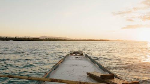 Бесплатное стоковое фото с закат, лодка, океан, плавание на паруснике