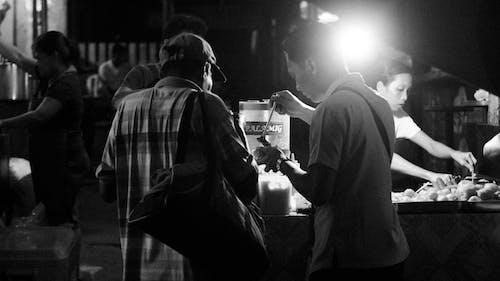 Бесплатное стоковое фото с еда, уличная еда, уличный портрет