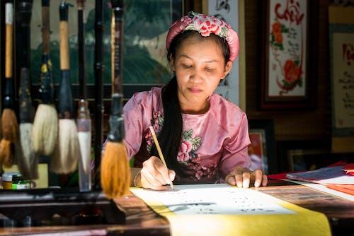 亞洲女人, 人, 嚴肅, 女人 的 免费素材照片