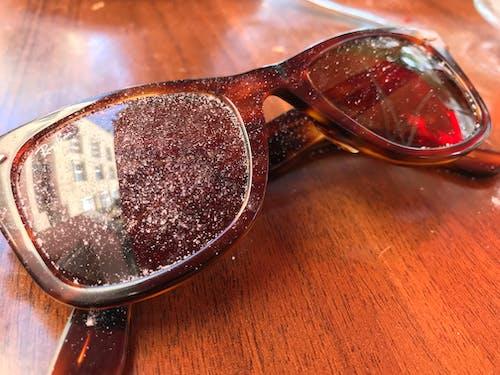 Fotobanka sbezplatnými fotkami na tému farebné slnečné okuliare, rayban, slnečné okuliare, životný štýl