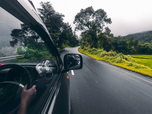 Foto profissional grátis de viagem de carro