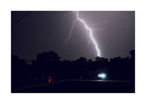 Gratis lagerfoto af lynnedslag, nattefotografering, naturfotografering, silhouet