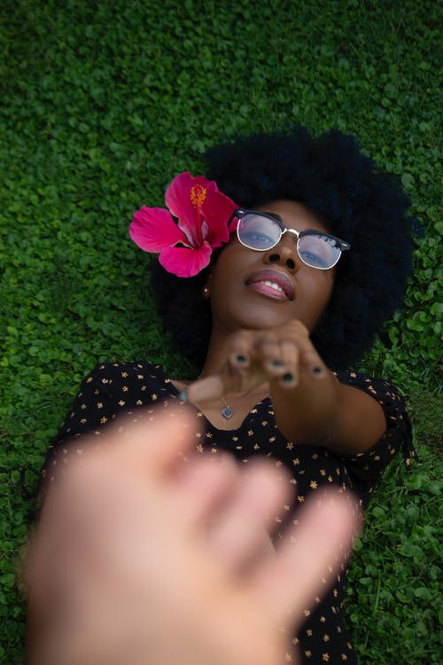 Ilmainen kuvapankkikuva tunnisteilla afro hiukset, henkilö, hiukset, ilme