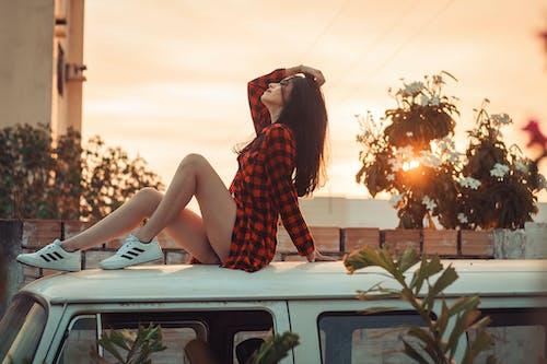 açık hava, araba, aşındırmak, bacaklar içeren Ücretsiz stok fotoğraf