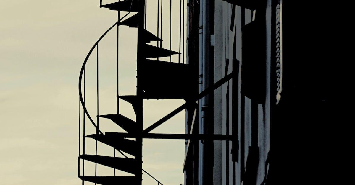 силуэт на лестнице в небо фото двух