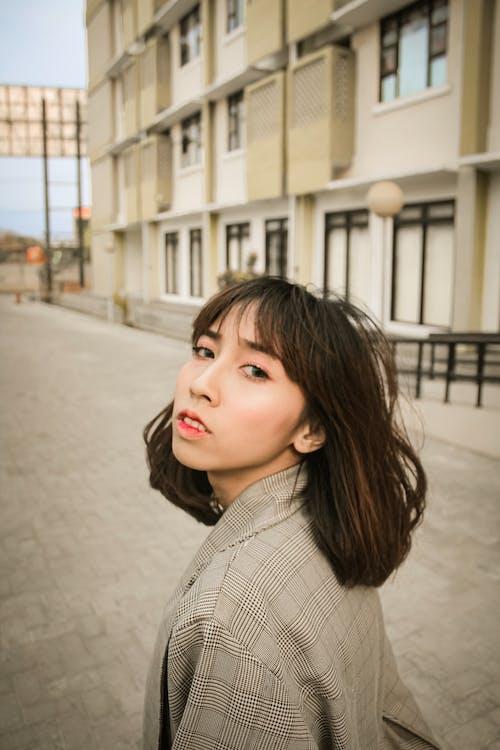 ablakok, arckifejezés, ázsiai nő