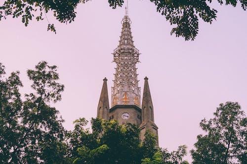 Foto profissional grátis de capela, catedral de jacarta, céu da cidade, céu noturno