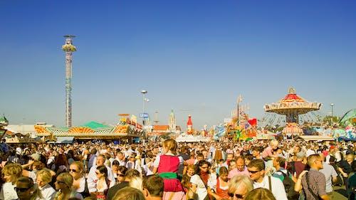 Fotobanka sbezplatnými fotkami na tému cestovať, dav ľudí, jarmočný, ľudia