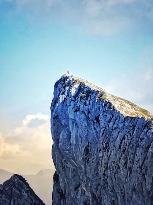 Kostnadsfri bild av berg, man, reslust, vandring