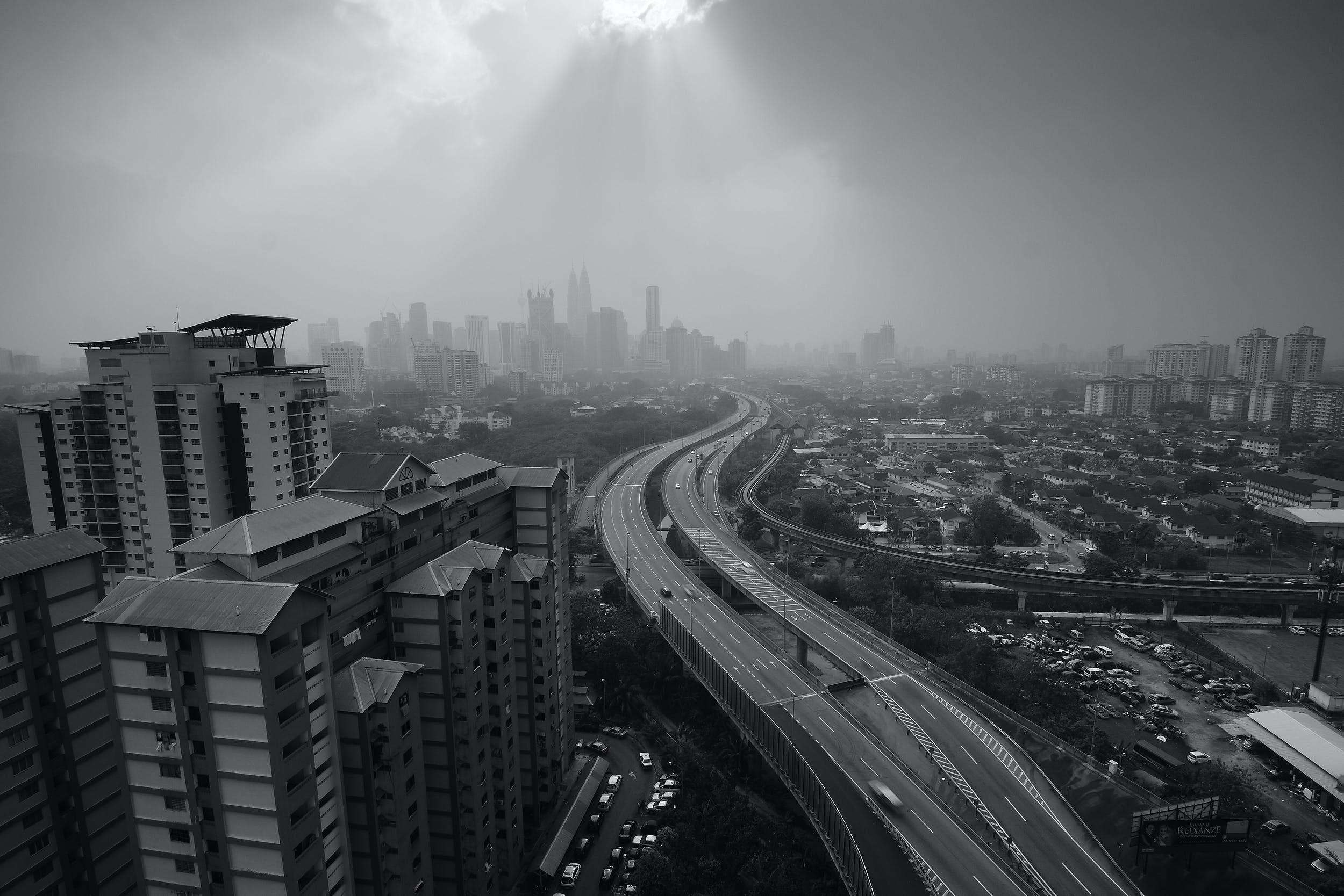 Gratis stockfoto met architectuur, auto's, binnenstad, flat