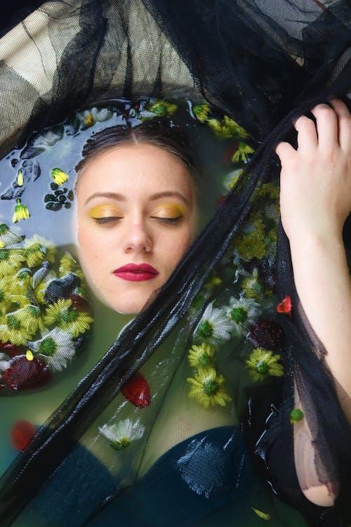 꽃, 눈, 머리, 모델의 무료 스톡 사진