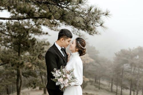 Бесплатное стоковое фото с близость, брак, жених, жених и невеста