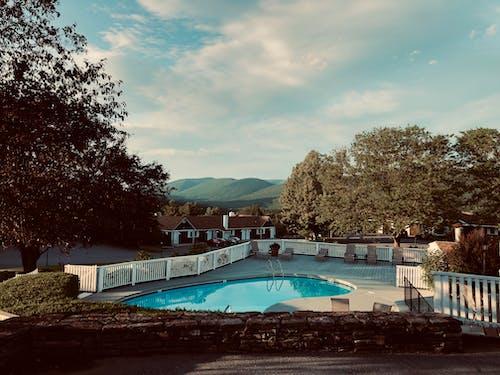 Základová fotografie zdarma na téma architektura, bazén, denní světlo, dům