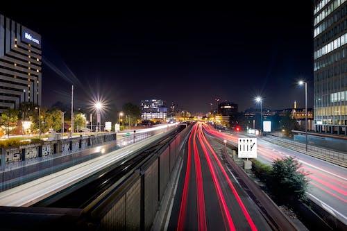 Kostnadsfri bild av asfalt, gata, gatlyktor, gatubelysning