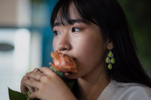 アジアの女性, アジア人の女の子, イヤリング, インドアの無料の写真素材