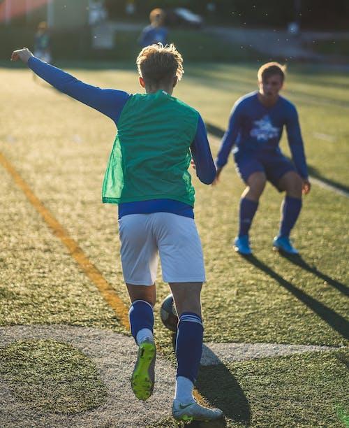 Бесплатное стоковое фото с закат, игра в футбол, круглый, предзакатный час