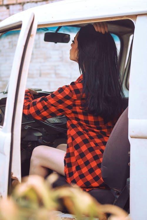 açık hava, araba iç mekanı, araç penceresi, aşındırmak içeren Ücretsiz stok fotoğraf