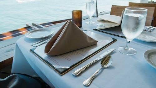 คลังภาพถ่ายฟรี ของ กระจก, การจัดสถานที่, การจัดโต๊ะ, การรับประทานอาหาร